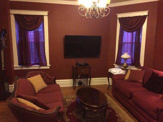 Hermann, MO: Living room with pull out couch has pocket doors and a screen for some privacy.