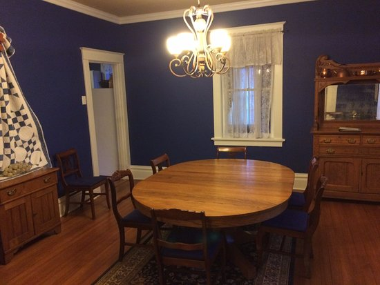 Hermann, MO: Dining room