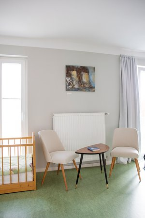 Bad Berka, Alemania: Doppelzimmer mit Kinderbett im Mai 2015 renoviert