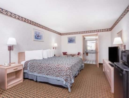 Byron, GA: Handicap Room with King Bed