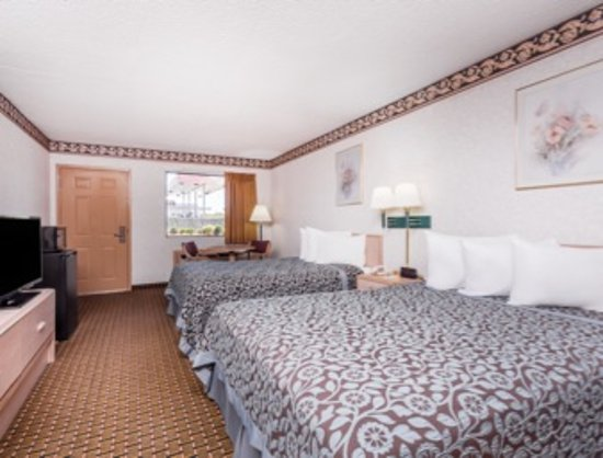 Byron, GA: Handicap Room with 2 Queen Beds