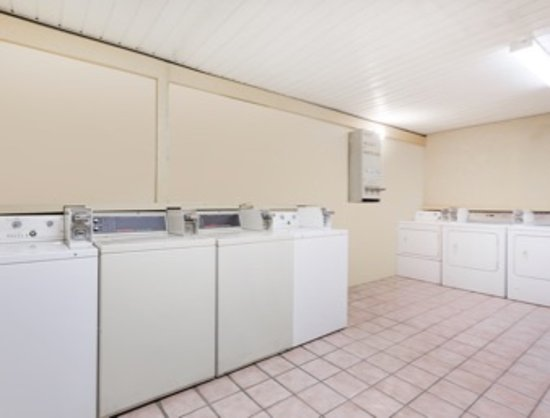 Byron, GA: On-Site Laundry Facilities