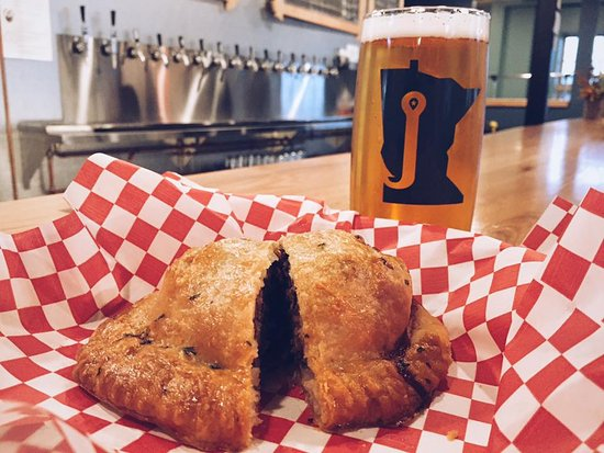 Bemidji, Миннесота: Enjoy a delicious, made-from-scratch pasty with your pint!