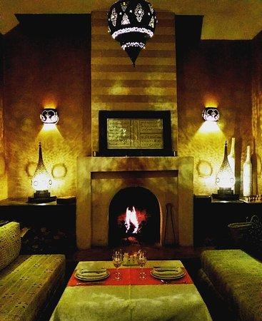 Riad l'Orangeraie: Dinner by the fire