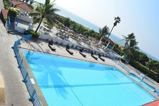 Palm Beach Hotel & Resort: Pool and Sea Deck