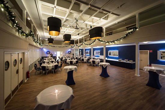 Wedel, Almanya: Tables set for the big party