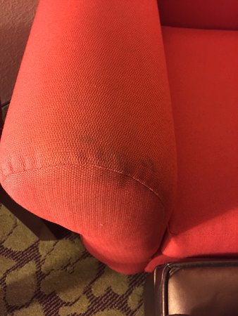 Hilton Garden Inn Wisconsin Dells: Filthy furniture