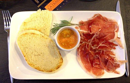 "Majadahonda, İspanya: Desayuno Gourmet "" Antequera"" ( jamón iberico, tomate preparado, mollete de Antequera)"