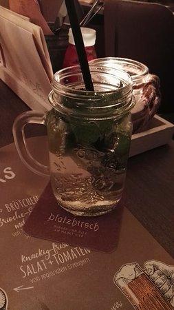 Pirna, Germany: Hausgemachte Limonade Holunder Zitrone Minze