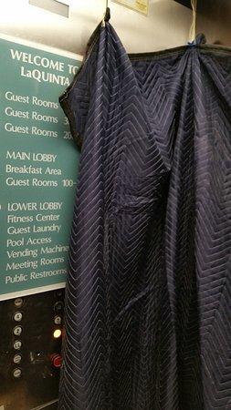 Kirkland, واشنطن: Draped elevator due to construction