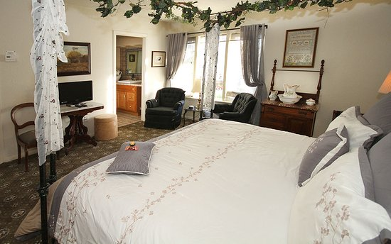 Carriage Vineyards Bed & Breakfast: interior view of the Phaeton on the ground level