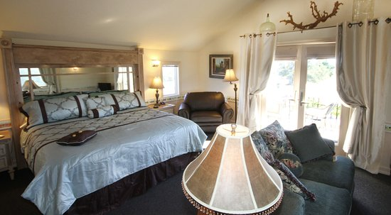 Templeton, CA: View vineyaerd from the living space in the Coachman