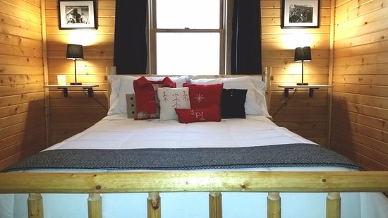 New Lisbon, WI: Cabin bedroom with queen 2 of 2