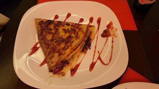 Cine Cafe & Creperia: Crepe de morango com nutella!