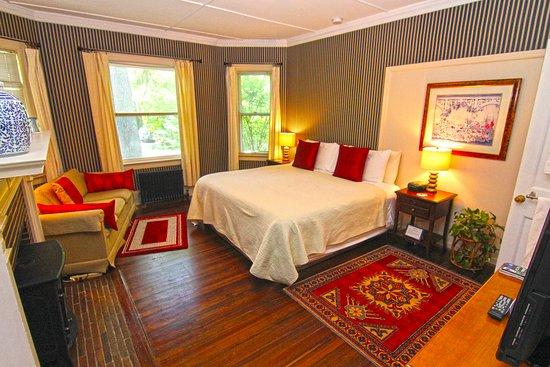 Pittsfield, MA: Room #2 King Room 1st Floor