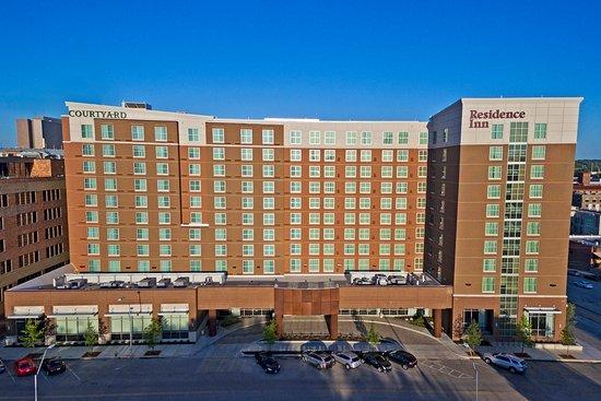 courtyard kansas city downtown convention center hotel. Black Bedroom Furniture Sets. Home Design Ideas