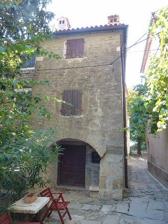 Groznjan, Kroatia: corner house 1567