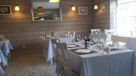 Arques-La-Bataille, France : La salle de restaurant