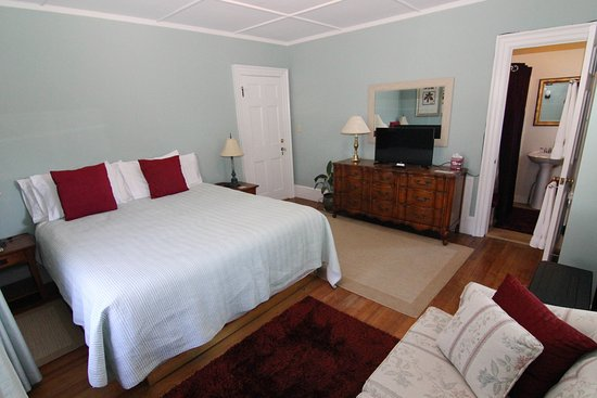 Pittsfield, MA: Room #4 King Room 2nd Floor