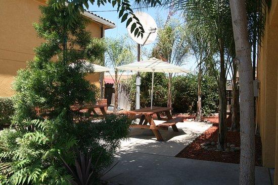 Econo Lodge & Suites Lodi: BBQ/Picnic Beach