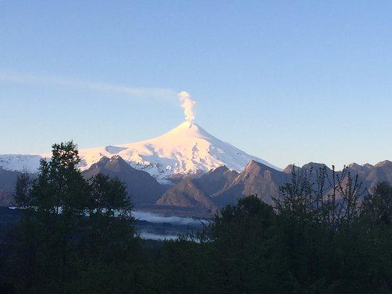 Mirador los Volcanes Lodge & Boutique: Vista a Volcan Villarrica