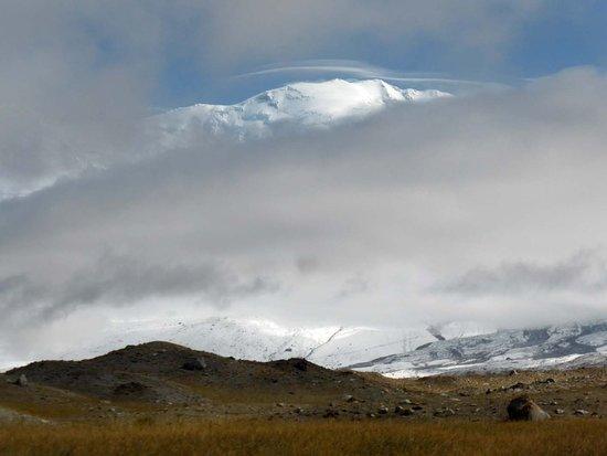 Akto County, China: Überströmungswolke über dem Kongur