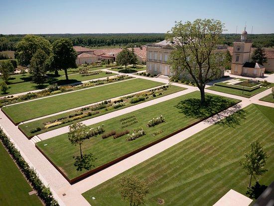 Saint-Julien-Beychevelle, France : The grounds.