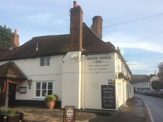 Boughton-under-Blean, UK : Outside view of the pub, plenty of parking