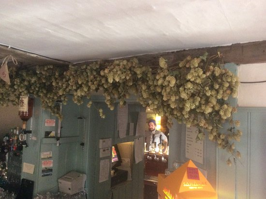 Boughton-under-Blean, UK: Hops over the bar