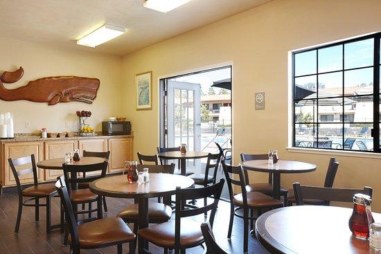 Sandman Hotel: Breakfast Area