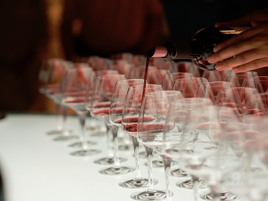 Château Soutard : Lit tasting table.