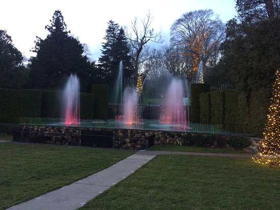Kennett Square, PA: Lighted fountain display to music.