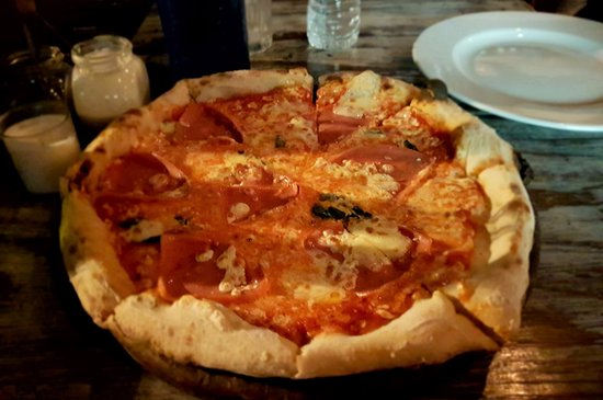 Osteria 10: Pizza margherita with ham