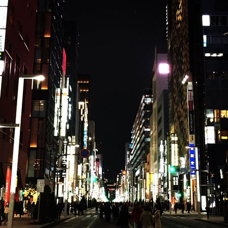 Four Seasons Hotel Tokyo at Marunouchi: Walk to Ginza for shopping and bright lights