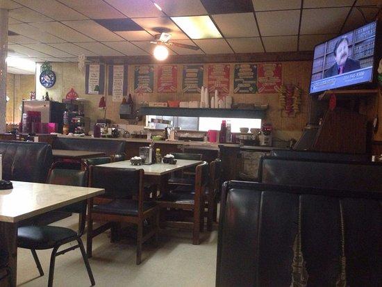 Garland, TX: Vista a la cocina, que parece limpia.