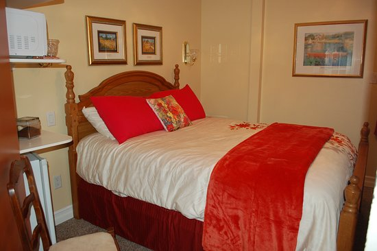 Accommodations Niagara Bed and Breakfast: Regal Room