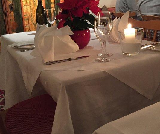 Weinstadt, Tyskland: Erster Besuch, Speisen & Atmosphäre sehr gut. Urige / gemütliche Weinstube, gehobenes Publikum,