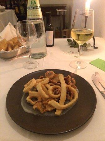 San Giovanni la Punta, Italia: Calamari fritti su crema di limone