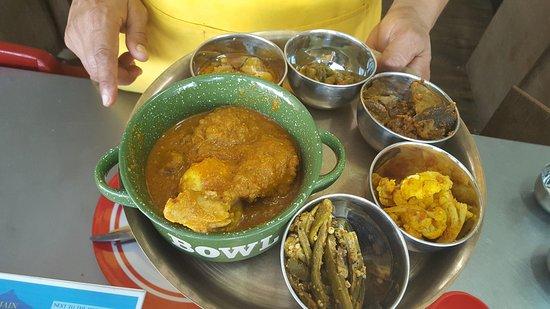 Belmopan, Belize: Chicken Masala... Chutney, okra, cauliflower and other yummilicous Indian food.