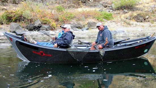 Merlin, OR: Drift boat fishing trips on the Rogue River in Southern Oregon.
