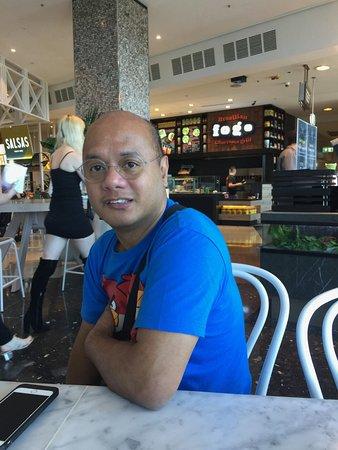 Bondi, أستراليا: waiting for meals with electronic buzzer