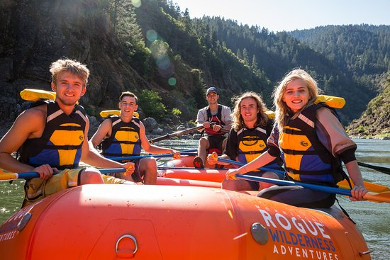Merlin, Oregón: Enjoying a beautiful day of rafting on the Rogue River