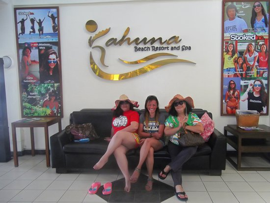 Kahuna Beach Resort and Spa: Relaxing at the lobby