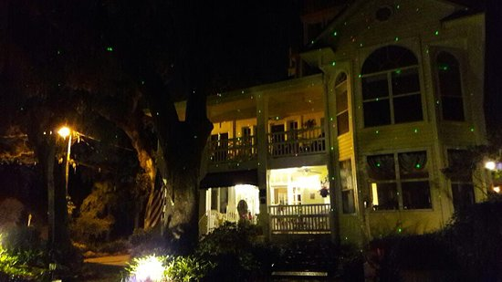 River Lily Inn Bed & Breakfast: Nachts, beleuchtet