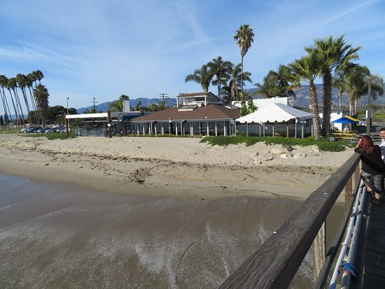 Goleta, Kalifornia: View of the restaurant from the pier.