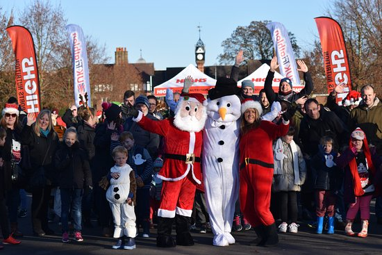 Crewe, UK: Festive Fun Run and Family Snowman Stroll - start of stroll
