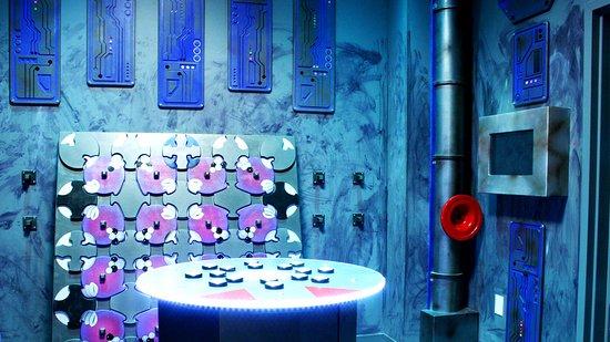 บรูมฟีลด์, โคโลราโด: The holding cell of an alien spacecraft in the Specimen game.