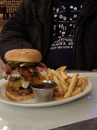 Fort Nelson, Canada: The Alaskan Highway Burger Fort Hotel Cafe