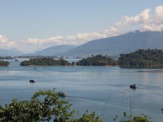 Thalat, ลาว: Nam Ngum lake