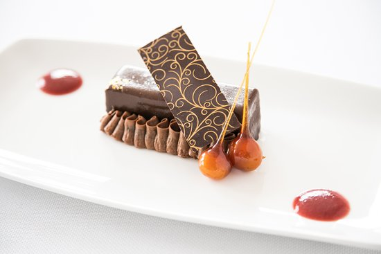Pikesville, MD: Citron's signature dessert, the Chocolate Macadamia Nut Bar with Caramelized Sugar and Sauces